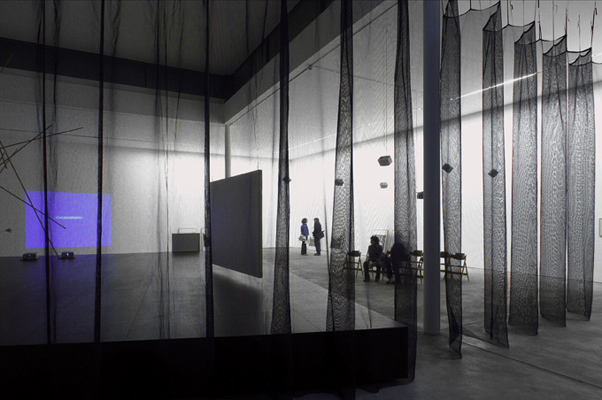 "»No Matter How Bright the Light«, the Crossing Occurs at Night"" 2006, von Judith Hopf, Natascha Sadr Haghighian, Ines Schaber, Kunstwerke, Berlin, Foto: Judith Hopf"