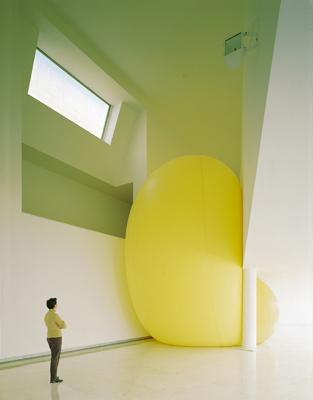 »Ohne Titel«, 1998, von Hans Hemmert, Centro Galego de Arte Contemporanea, Santiago de Compostella, Foto: Xenaro Martinez Castro